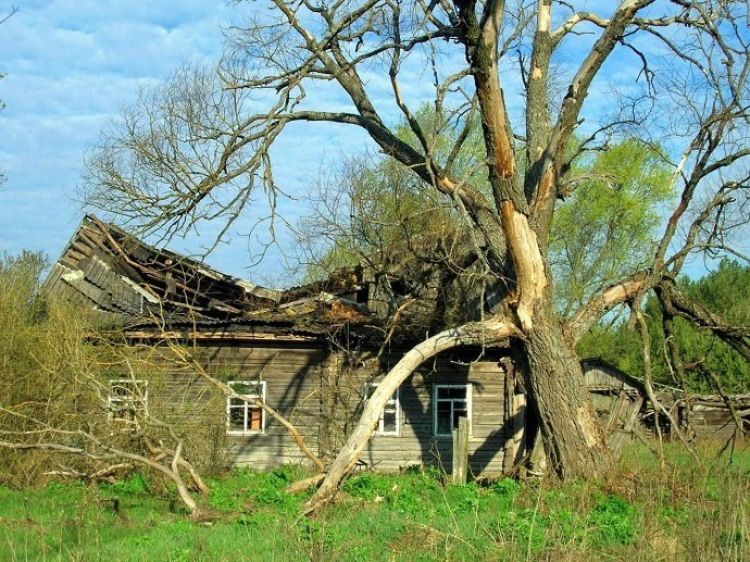 An abandoned house near the Chernobyl Nuclear Power Plant disaster area. (Image credit: Valeriy Yurko)