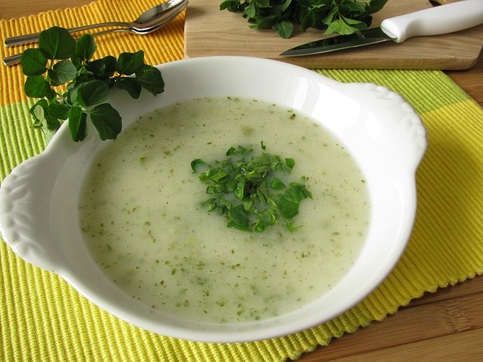 Cream soup with watercress
