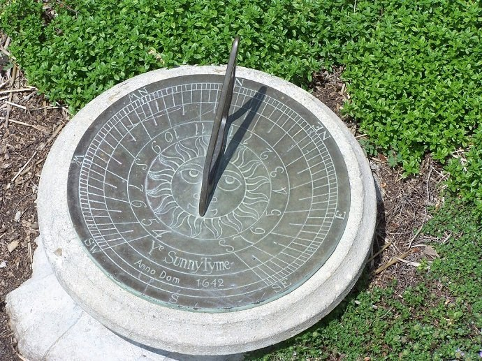 Simple Horizontal Sundial: S E Wilco: CC 3.0