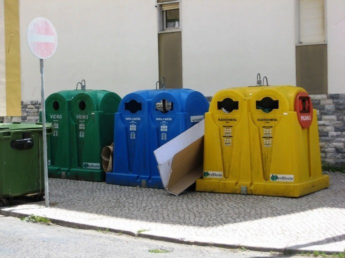 Recycling Post in Portugal: N Ricardo: CC 3.0